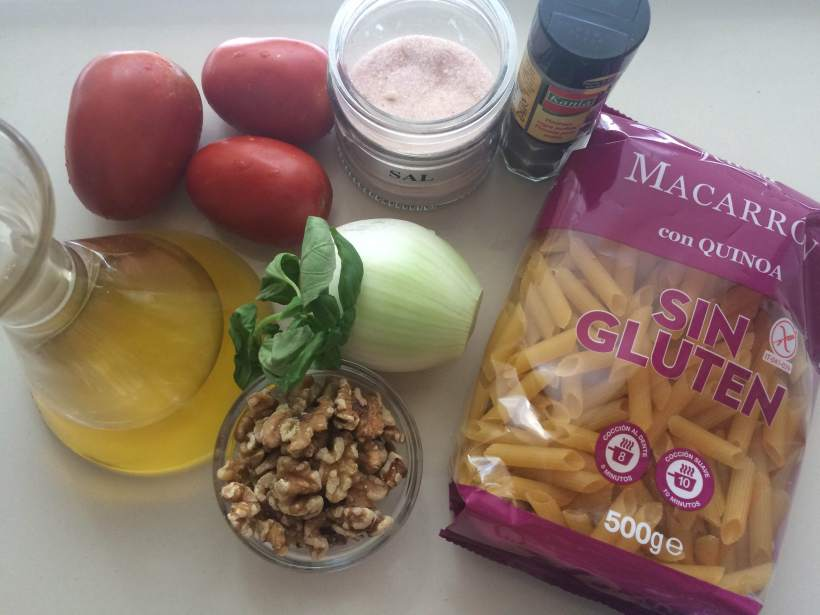Macarrones de quinoa con salsa de nueces
