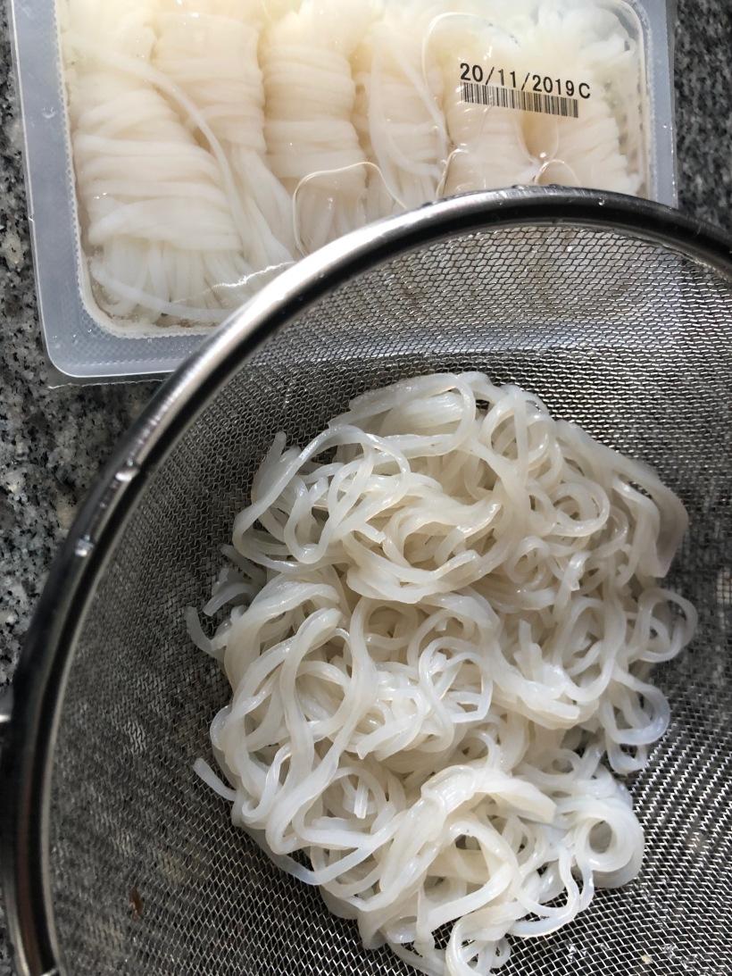 Fideos Shiratakis de konjac con salteado de verduras